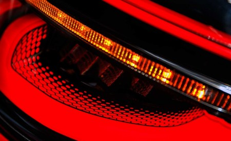 2020 Land Rover Discovery Sport Tail Light Wallpaper 450x275 (56)