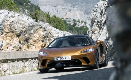 2020 McLaren GT (Color: Burnished Copper) Front Wallpapers 450x275 (31)