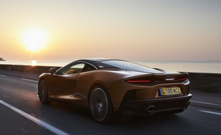 2020 McLaren GT (Color: Burnished Copper) Rear Three-Quarter Wallpapers 450x275 (41)