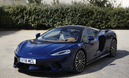 2020 McLaren GT (Color: Namaka Blue) Front Three-Quarter Wallpapers 450x275 (13)