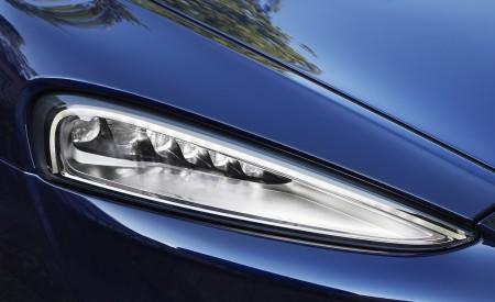 2020 McLaren GT (Color: Namaka Blue) Headlight Wallpapers 450x275 (23)