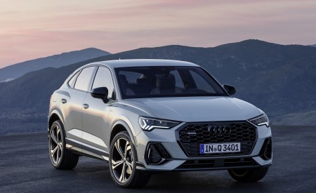 2020 Audi Q3 Sportback S line (Color: Dew Silver) Front Three-Quarter Wallpapers 450x275 (138)