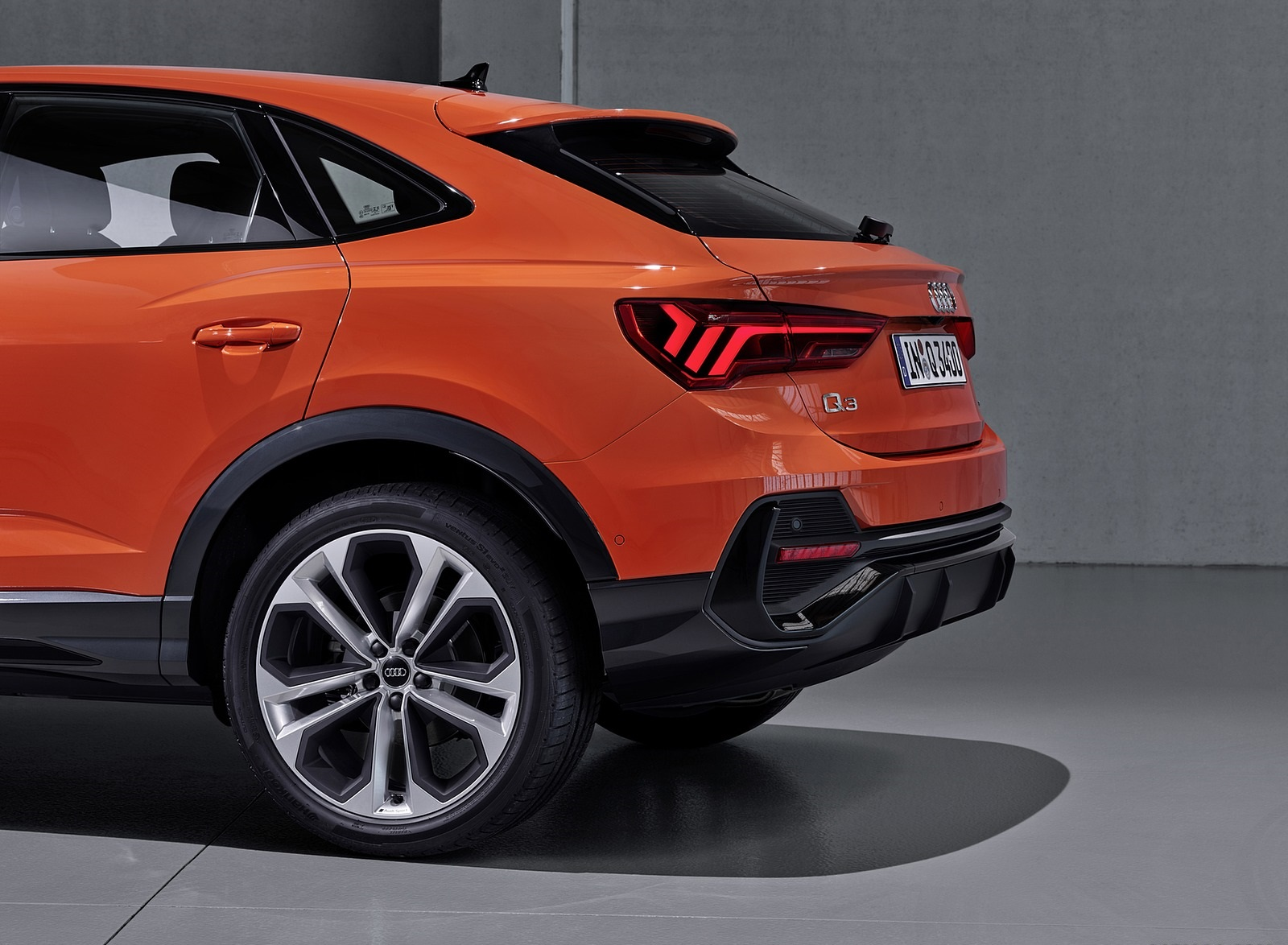 2020 Audi Q3 Sportback S line (Color: Pulse Orange) Tail Light Wallpapers (13)