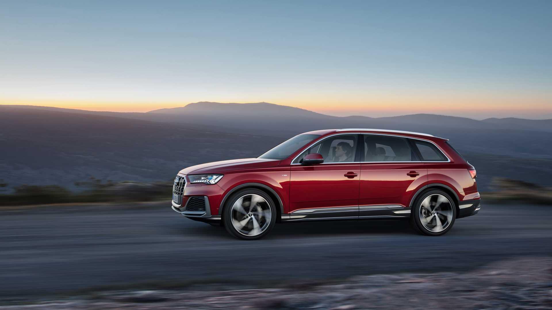 2020 Audi Q7 (Color: Matador Red) Front Three-Quarter Wallpapers (5)