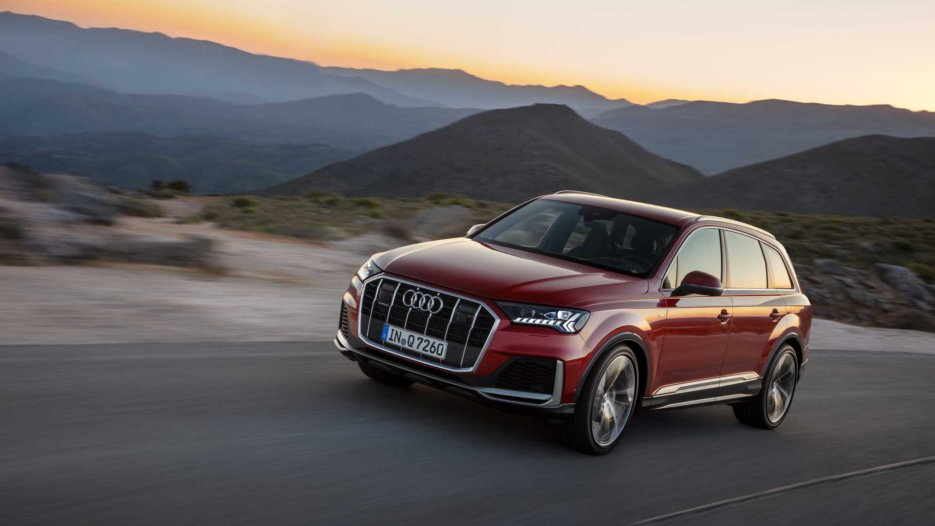 2020 Audi Q7 (Color: Matador Red) Front Three-Quarter Wallpapers (3)
