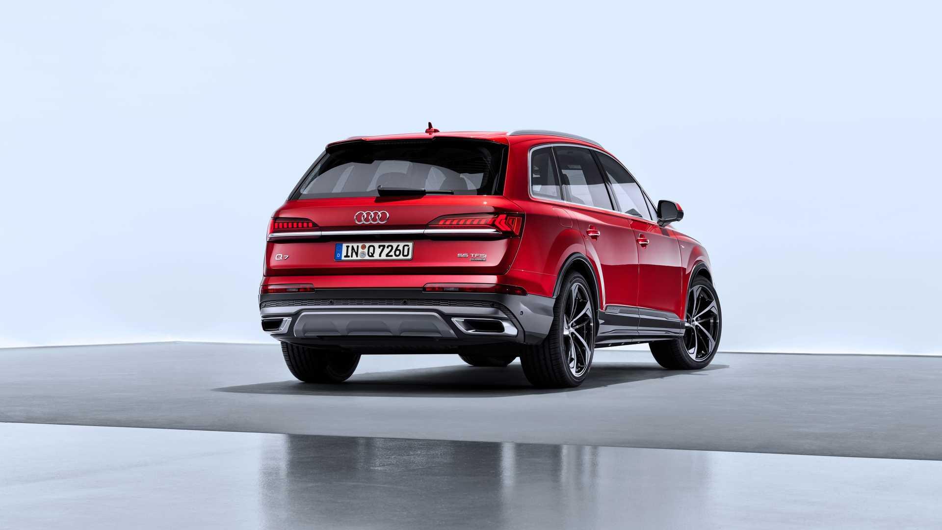 2020 Audi Q7 (Color: Matador Red) Rear Three-Quarter Wallpapers (12)