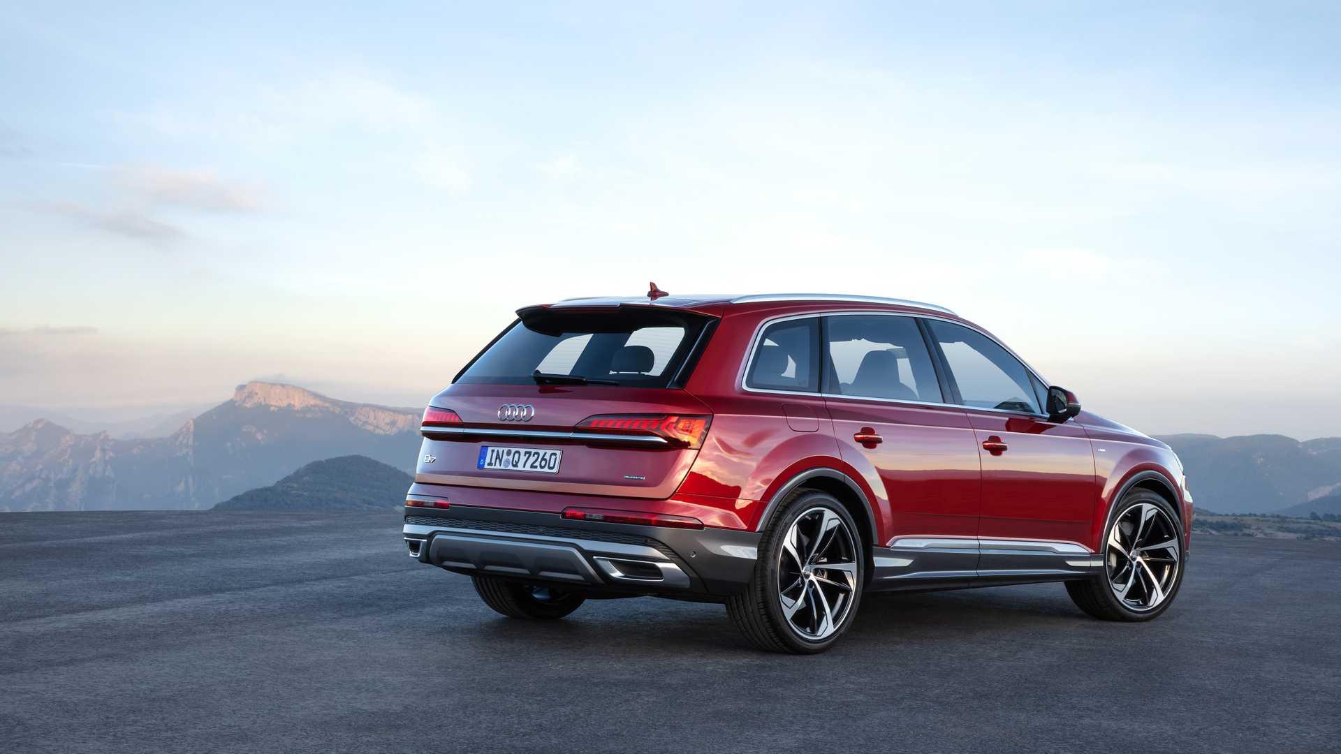 2020 Audi Q7 (Color: Matador Red) Rear Three-Quarter Wallpapers (14)