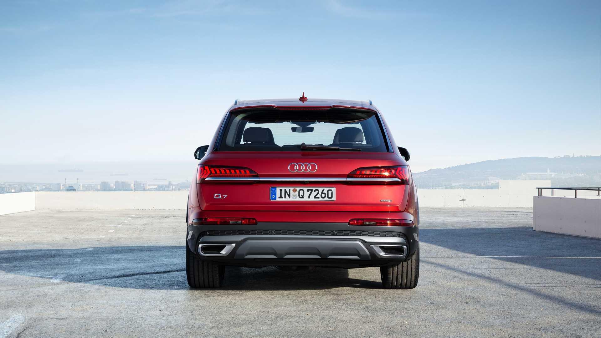 2020 Audi Q7 (Color: Matador Red) Rear Wallpapers (13)