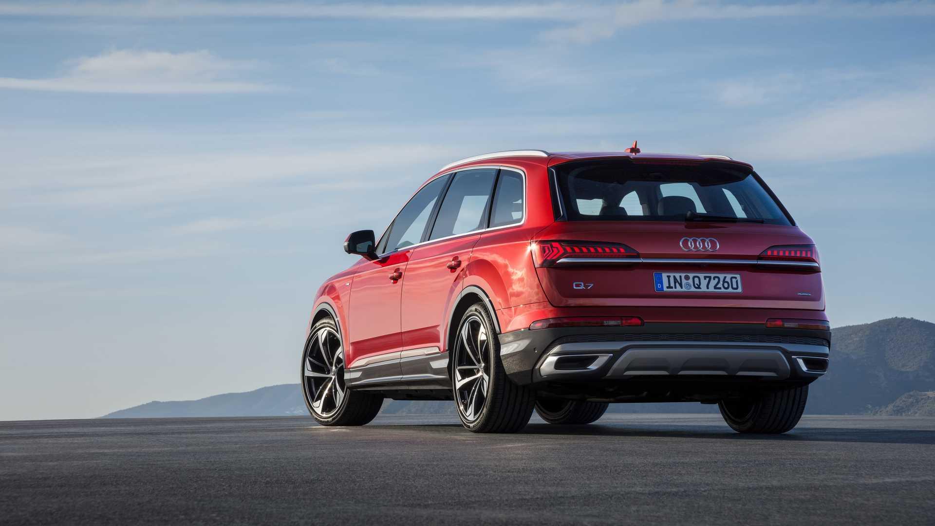 2020 Audi Q7 (Color: Matador Red) Rear Wallpapers (9)