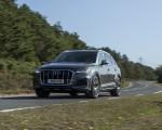 2020 Audi Q7 (UK-Spec) Front Three-Quarter Wallpapers 150x120 (4)