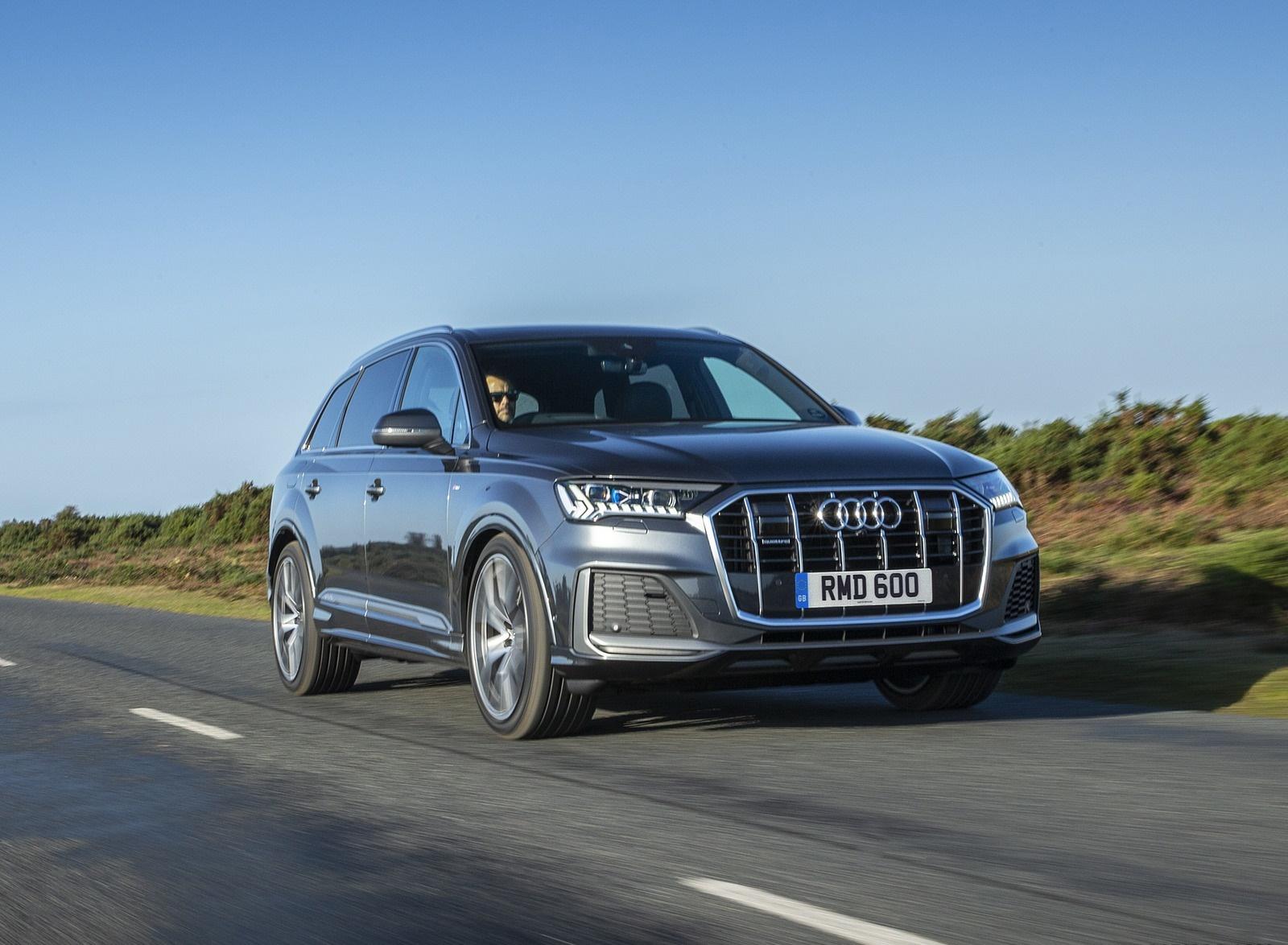 2020 Audi Q7 (UK-Spec) Front Three-Quarter Wallpapers (1)