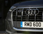 2020 Audi Q7 (UK-Spec) Grill Wallpapers 150x120 (38)