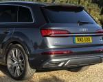 2020 Audi Q7 (UK-Spec) Rear Wallpapers 150x120 (35)