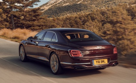 2020 Bentley Flying Spur (Color: Cricket Ball) Rear Three-Quarter Wallpapers 450x275 (115)
