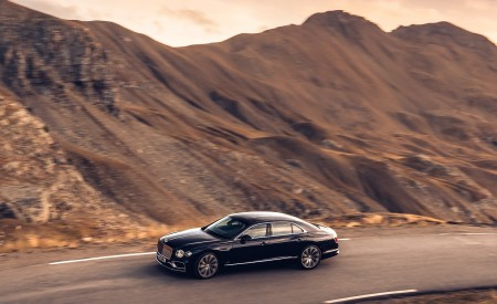 2020 Bentley Flying Spur (Color: Dark Sapphire) Front Three-Quarter Wallpapers 450x275 (4)