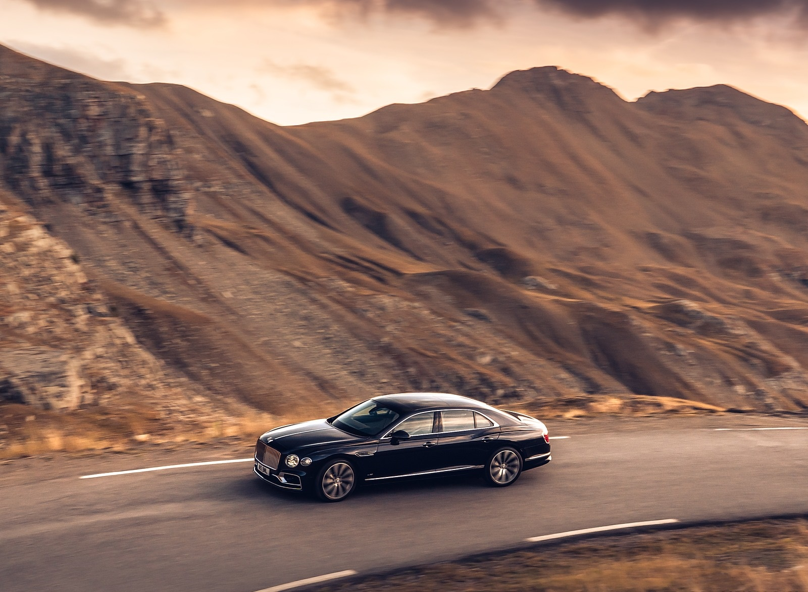 2020 Bentley Flying Spur (Color: Dark Sapphire) Front Three-Quarter Wallpapers (4)