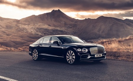 2020 Bentley Flying Spur (Color: Dark Sapphire) Front Three-Quarter Wallpapers 450x275 (9)