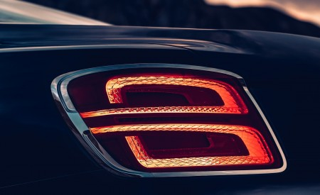 2020 Bentley Flying Spur (Color: Dark Sapphire) Tail Light Wallpapers 450x275 (14)