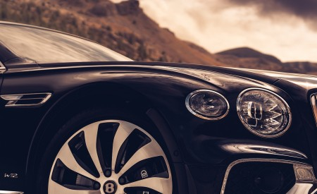 2020 Bentley Flying Spur (Color: Dark Sapphire) Wheel Wallpapers 450x275 (13)