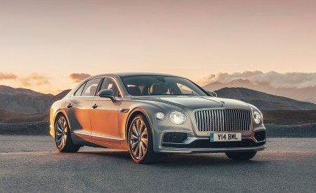 2020 Bentley Flying Spur (Color: Extreme Silver) Front Three-Quarter Wallpapers 450x275 (64)