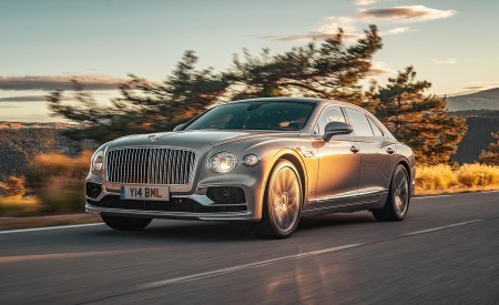 2020 Bentley Flying Spur (Color: Extreme Silver) Front Three-Quarter Wallpapers 450x275 (54)