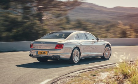 2020 Bentley Flying Spur (Color: Extreme Silver) Rear Three-Quarter Wallpapers 450x275 (58)