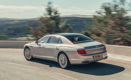 2020 Bentley Flying Spur (Color: Extreme Silver) Rear Three-Quarter Wallpapers 450x275 (59)