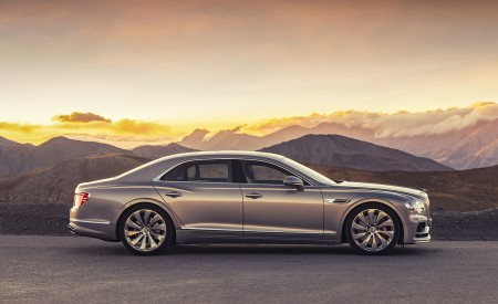 2020 Bentley Flying Spur (Color: Extreme Silver) Side Wallpapers 450x275 (65)