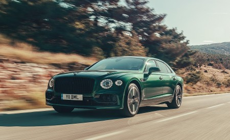 2020 Bentley Flying Spur (Color: Verdant) Front Three-Quarter Wallpapers 450x275 (25)