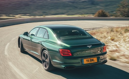 2020 Bentley Flying Spur (Color: Verdant) Rear Three-Quarter Wallpapers 450x275 (31)