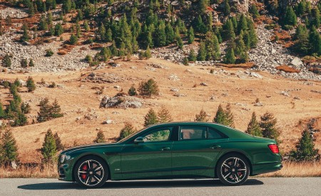 2020 Bentley Flying Spur (Color: Verdant) Side Wallpapers 450x275 (33)