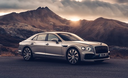 2020 Bentley Flying Spur (Color: White Sand) Front Three-Quarter Wallpapers 450x275 (96)