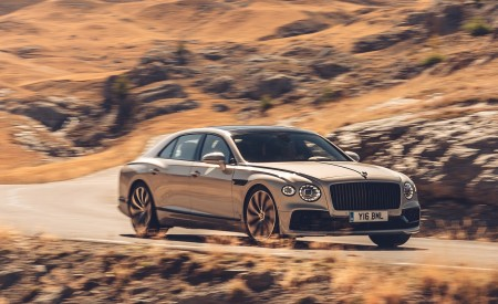 2020 Bentley Flying Spur (Color: White Sand) Front Three-Quarter Wallpapers 450x275 (82)