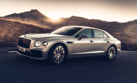 2020 Bentley Flying Spur (Color: White Sand) Front Three-Quarter Wallpapers 450x275 (95)