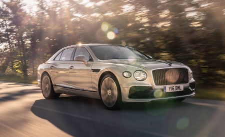 2020 Bentley Flying Spur (Color: White Sand) Front Three-Quarter Wallpapers 450x275 (85)