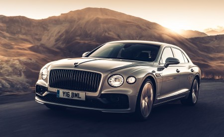 2020 Bentley Flying Spur (Color: White Sand) Front Three-Quarter Wallpapers 450x275 (86)