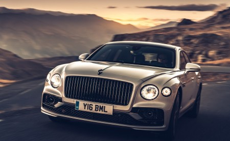 2020 Bentley Flying Spur (Color: White Sand) Front Wallpapers 450x275 (88)