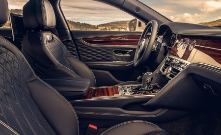 2020 Bentley Flying Spur (Color: White Sand) Interior Wallpapers 450x275 (103)