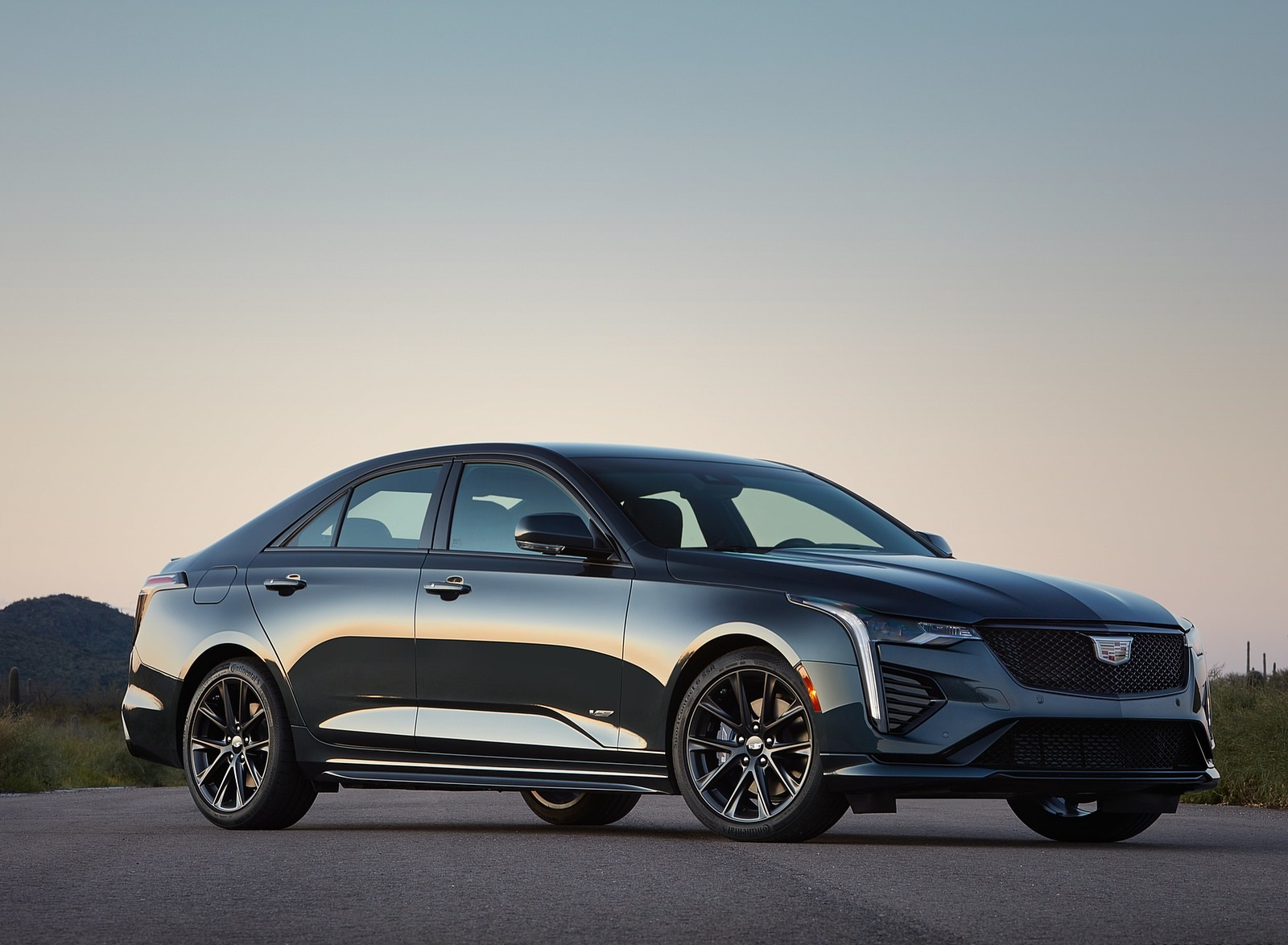 2020 Cadillac CT4-V Front Three-Quarter Wallpapers (6)
