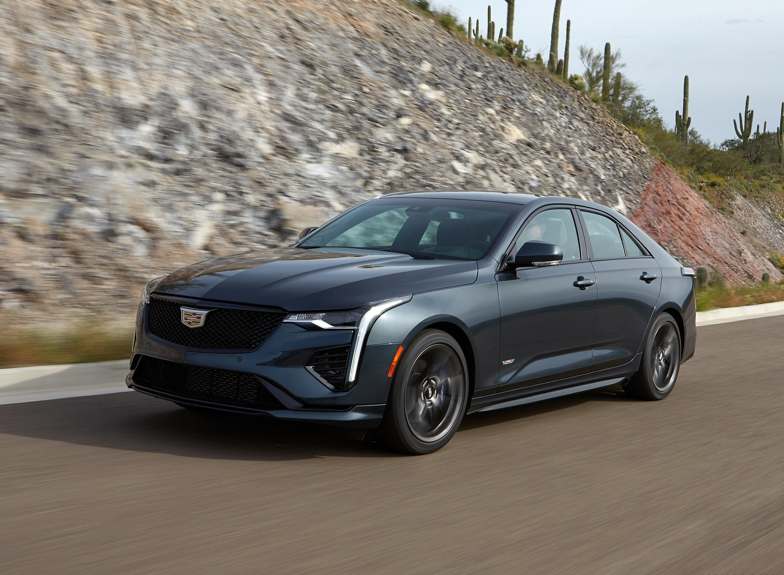 2020 Cadillac CT4-V Front Three-Quarter Wallpapers (1)