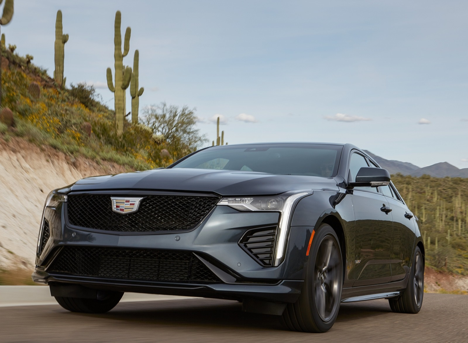 2020 Cadillac CT4-V Front Wallpapers (2)