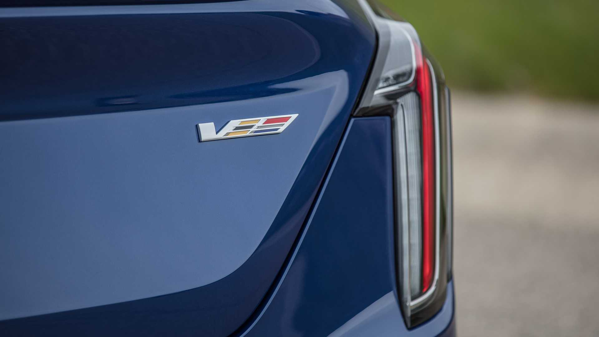 2020 Cadillac CT4-V Tail Light Wallpapers (8)