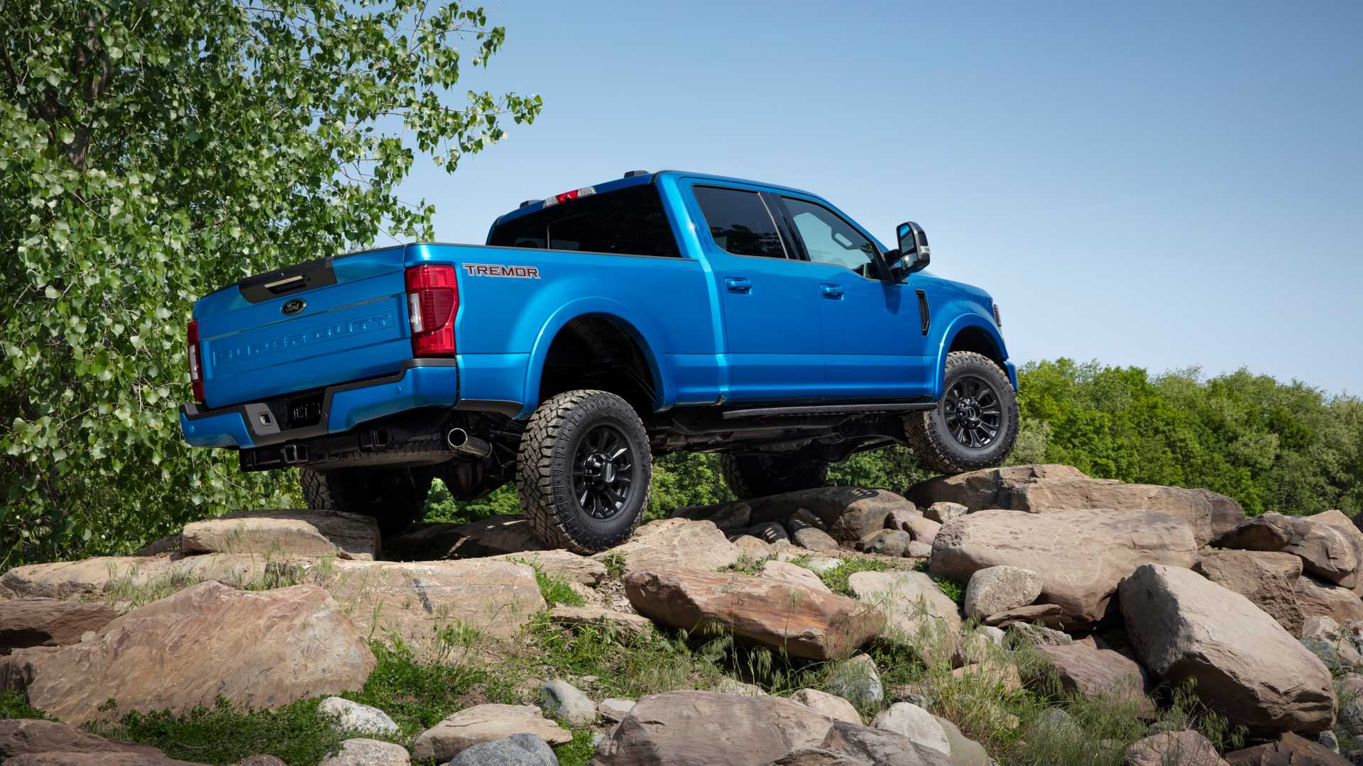 2020 Ford F-Series Super Duty with Tremor Off-Road Package Off-Road Wallpapers (5)
