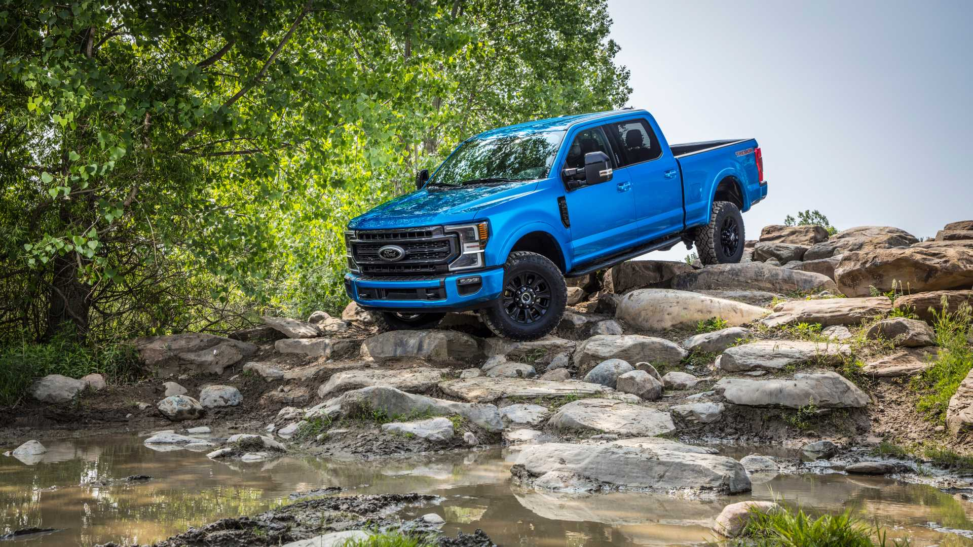 2020 Ford F-Series Super Duty with Tremor Off-Road Package Off-Road Wallpapers (3)