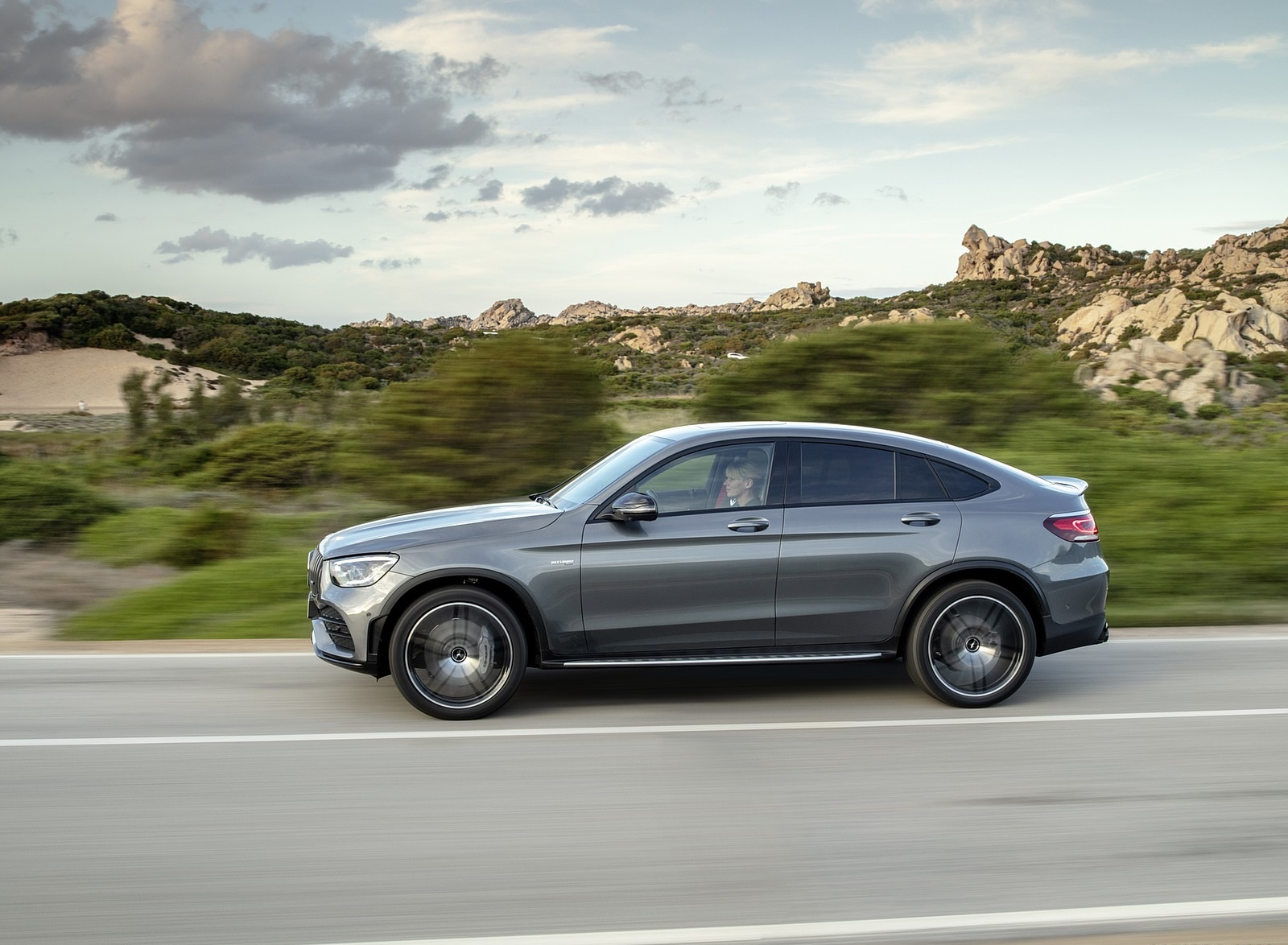 2020 Mercedes-AMG GLC 43 4MATIC Coupe Side Wallpapers (9)
