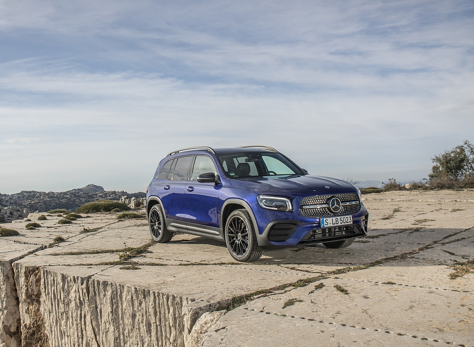 2020 Mercedes-Benz GLB 220 d 4MATIC (Color: Galaxy Blue Metallic) Front Three-Quarter Wallpapers (6)