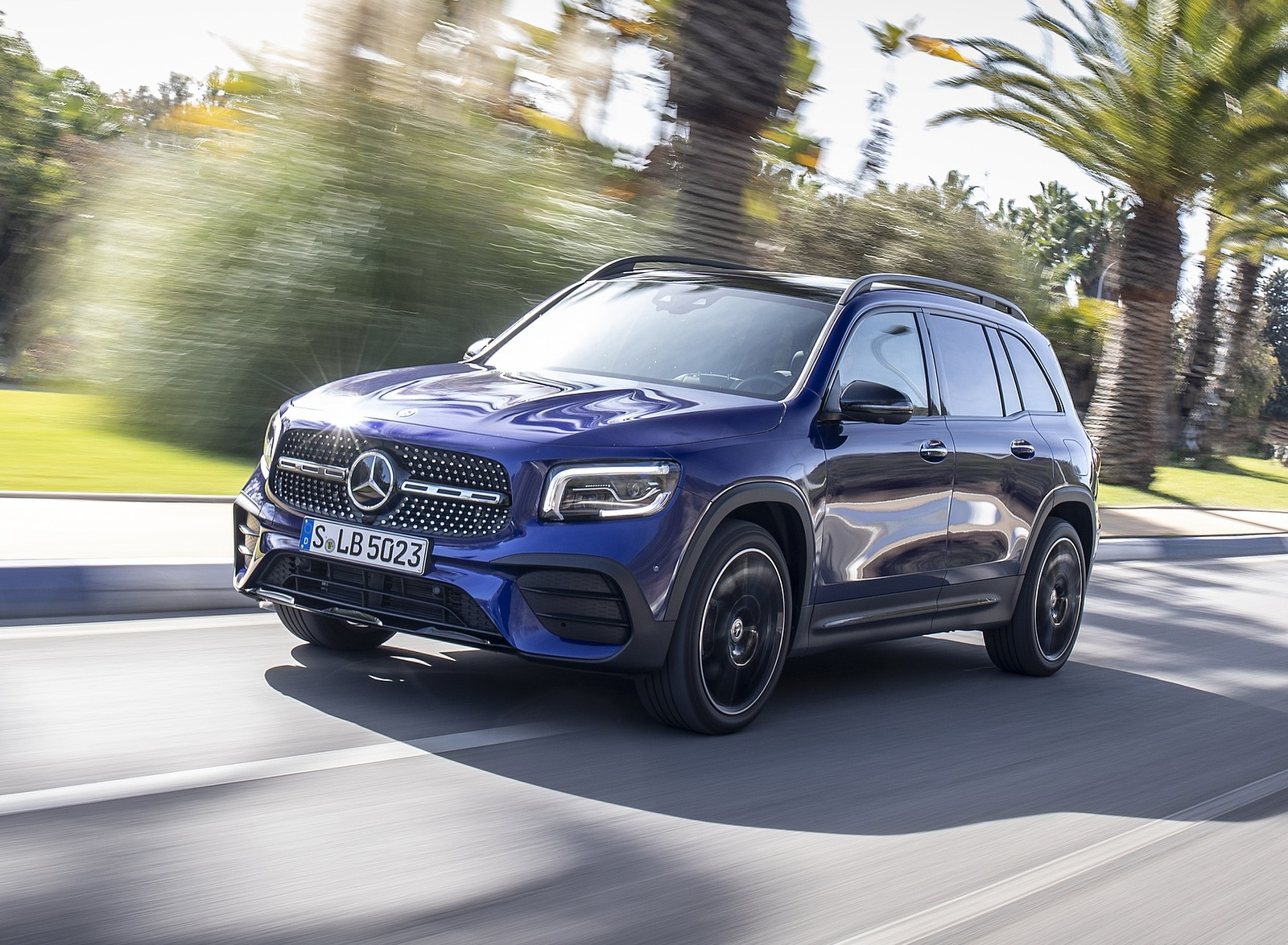 2020 Mercedes-Benz GLB 220 d 4MATIC (Color: Galaxy Blue Metallic) Front Three-Quarter Wallpapers (2)