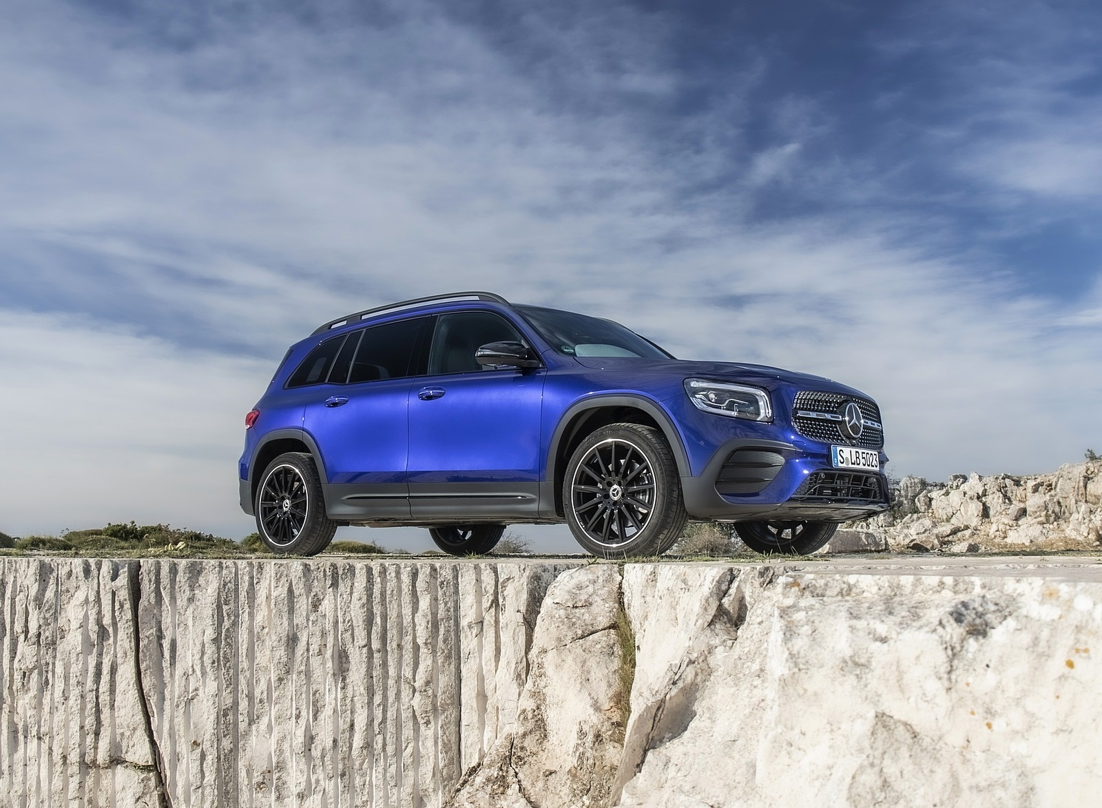 2020 Mercedes-Benz GLB 220 d 4MATIC (Color: Galaxy Blue Metallic) Front Three-Quarter Wallpapers (7)