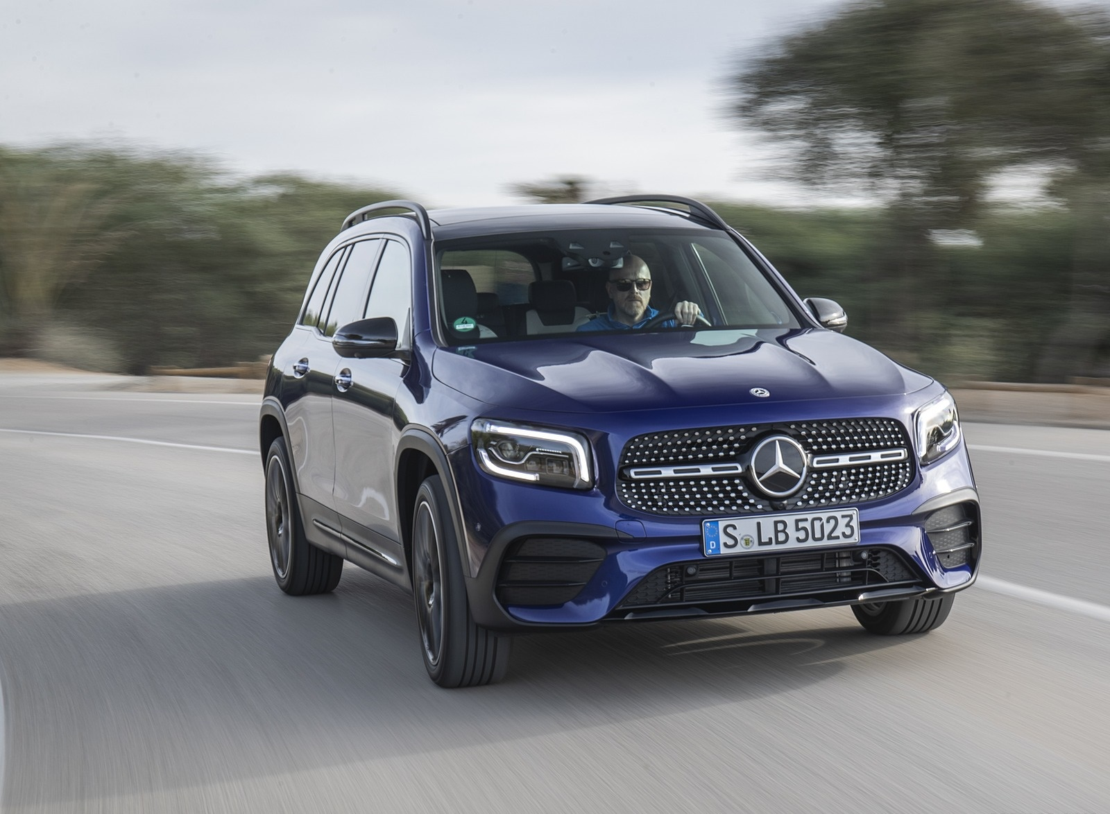 2020 Mercedes-Benz GLB 220 d 4MATIC (Color: Galaxy Blue Metallic) Front Wallpapers (1)