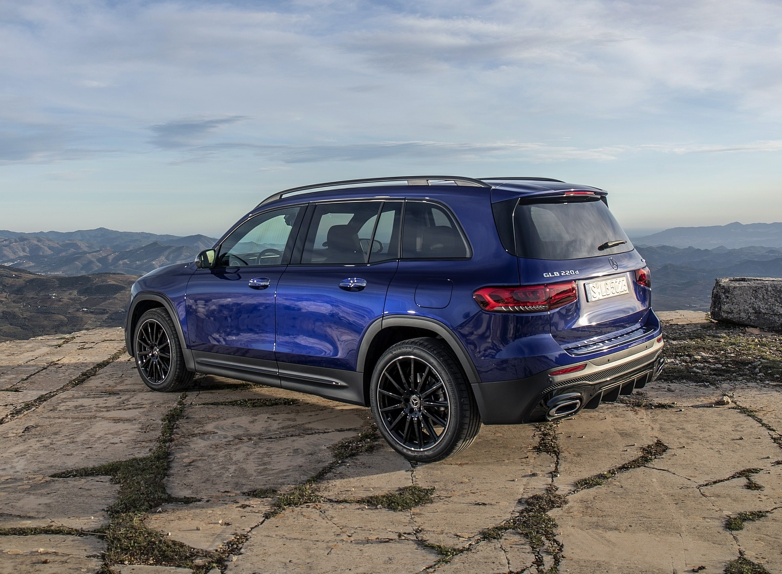 2020 Mercedes-Benz GLB 220 d 4MATIC (Color: Galaxy Blue Metallic) Rear Three-Quarter Wallpapers (9)